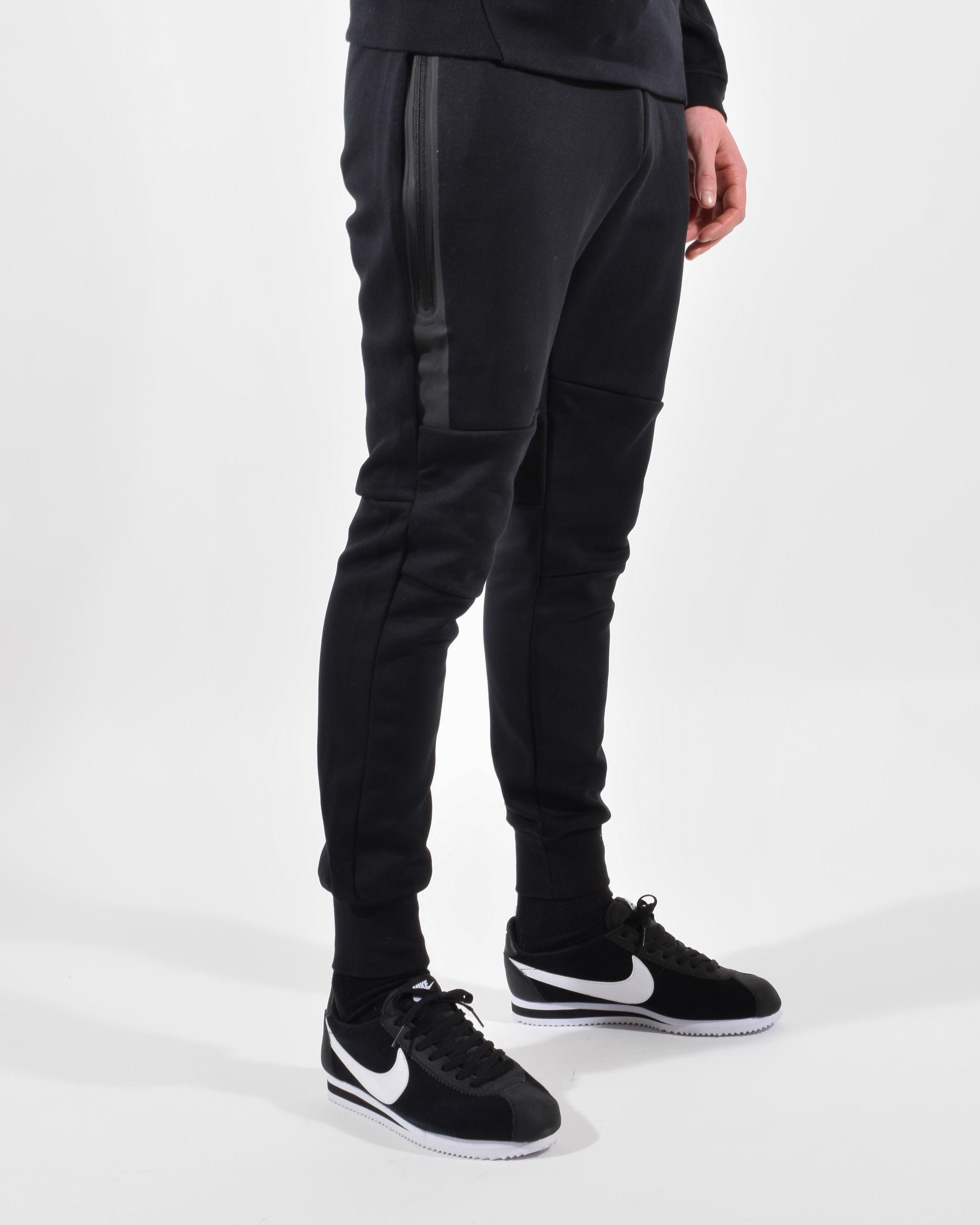 017887188526 Nike Tech Fleece Pants Black Size 32 - for Sale - Grailed